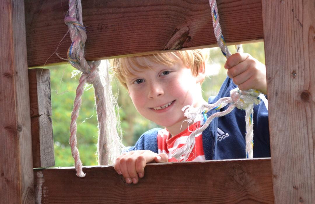 boy looking through den